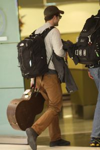 Robert Pattinson arriving in Miami 3