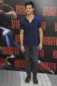 Taylor Lautner - Abduction Photocall Paris 2