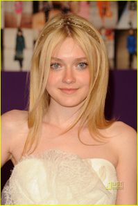 dakota-fanning-cfda-fashion-awards-2010-03