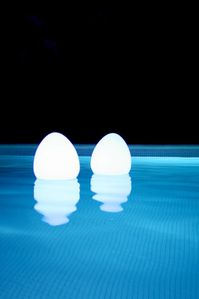 accessoire-piscine-cocoon-decoration-lampe-led-lampe-etanch.jpg