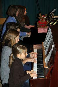 Weihnachtskonzert2012SMSV-22-Klavier-zehnhaendig-1.jpg