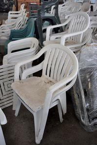 chaises-recoltees-emmaus.jpg