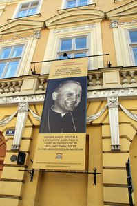 Jean-Paul-II-ominipresent-Cracovie.jpg