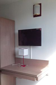 installation de 284 tv dans une r sidence h teli re en 4 jours 1 2 le blog d. Black Bedroom Furniture Sets. Home Design Ideas