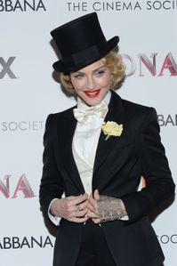 20130619-pictures-madonna-mdna-tour-premiere-scree-copie-13.jpg
