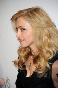 20120414-news-madonna-truth-or-dare-macys-new-york-event-59.jpg