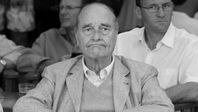 J-Chirac-terrasse-cafe-St-Tropez-NetB.jpg