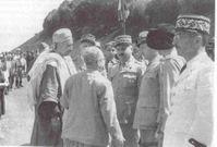 Généraux Henry Martin et Raymond Duval et la population - Algérie en mai 1945