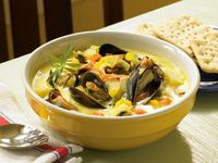 MAINE mussel-chowder-with-colorful-vegetables 456X342