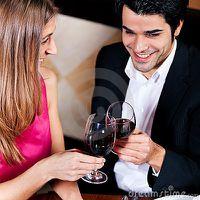 couples-buvant-les-glaces-tintantes-de-vin-rouge-thumb16973.jpg