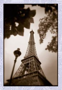 rick-raymond-upward-view-of-the-eiffel-tower-fr.jpg
