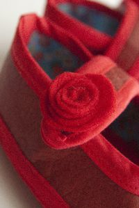 chausson-babies-rouge-detail-rose.jpg