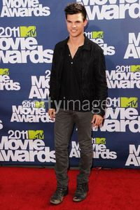 Taylor Lautner - Red Carpet 2