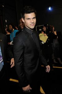Taylor Lautner People's Choice Awards backstage 2