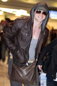 Kellan Lutz Arriving Flight Vancouver 1