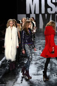 Miss+Sixty+Runway+Fall+09+MBFW+2bsxISQCLiDl[1]