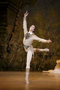 sm-onegin-mathias-heymann-lenski-smile_680.jpg