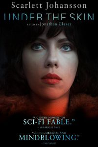 Under the skin. Amore impossibile e solitudini che si intrecciano in un racconto onirico e suggestivo