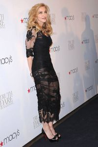 20120414-news-madonna-truth-or-dare-macys-new-york-event-87.jpg