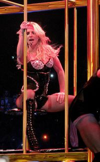 britney-spears-sexy-cage-L-1.jpeg