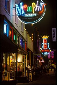 Music-on-Beale-Street-Memphis_Tennessee.jpg