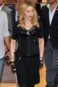 20130822-pictures-madonna-hard-candy-fitness-center-rome-20.jpg
