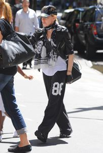 20120520-pictures-madonna-kabbalah-centre-new-york-01.jpg