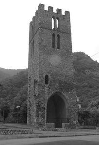 Tarascon Tour Saint Miche et porte en ogivel