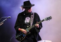 Neil-Young_Vieilles-Charrues.jpg