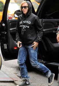 20130519-pictures-madonna-out-and-about-new-york-02.jpg