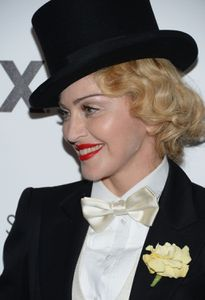20130619-pictures-madonna-mdna-tour-premiere-scree-copie-6.jpg