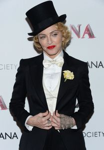 20130619-pictures-madonna-mdna-tour-premiere-scree-copie-14.jpg