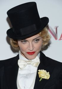 20130619-pictures-madonna-mdna-tour-premiere-scree-copie-2.jpg