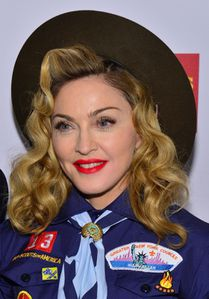 20130317-pictures-madonna-glaad-media-awards-p-39.jpg