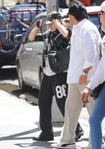 20120520-pictures-madonna-kabbalah-centre-new-york-04.jpg