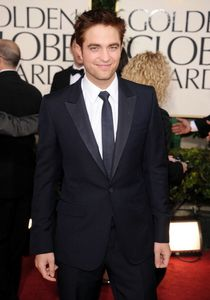 Robert Pattinson - Golden Globes Red Carpet 1