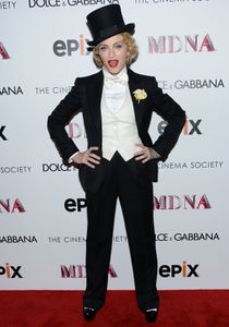 20130619-pictures-madonna-mdna-tour-premiere-scree-copie-9.jpg