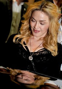20130822-pictures-madonna-hard-candy-fitness-center-rome-22.jpg