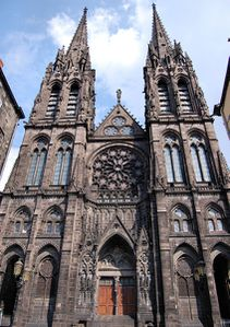 Facade_cathedrale_clermont-ferrand.jpg