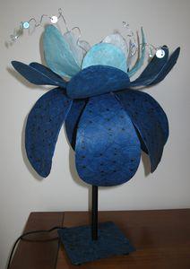 lampe-fleur-bleue-1.jpg