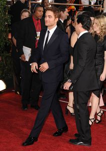 Robert Pattinson - Golden Globes Red Carpet 3
