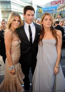 kellan lutz & annalynn mac cord & ashley greene