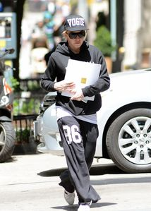 20130623-pictures-madonna-out-and-about-kabbalah-n-copie-2.jpg