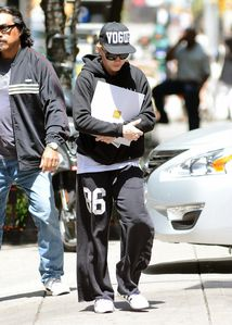 20130623-pictures-madonna-out-and-about-kabbalah-new-york-0.jpg