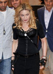 20130822-pictures-madonna-hard-candy-fitness-center-rome-21.jpg