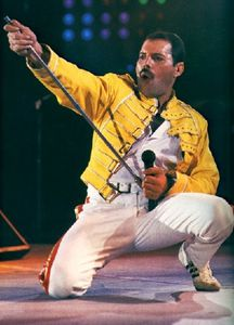 Freddie-Mercury-Wembley-by-cool-images786--3-.jpg