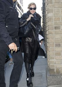 20130416-pictures-madonna-out-and-about-new-york-04.jpg