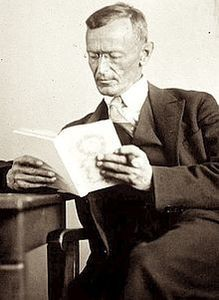 220px-Hermann_Hesse_1927_Photo_Gret_Widmann.jpg