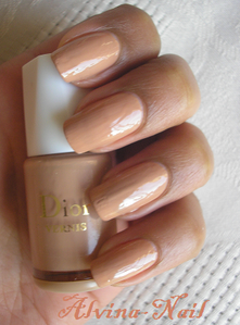 dior---chaire--Alvina-Nail.png