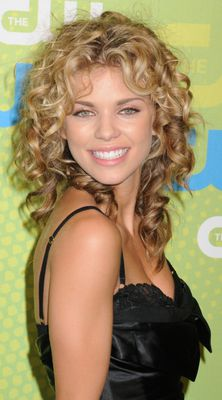 annalynne-mccord-curly-hairstyle-may-2009.jpg